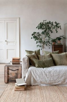 All the natural decoration ideas you need to turn your home into an earthy oasis . - All the natural decorating ideas you need to turn your home into an earthy oasis - Design Living Room, Living Room Decor, Bedroom Decor, Wall Decor, Cheap Home Decor, Diy Home Decor, Linen Sofa, Natural Home Decor, Natural Bedroom