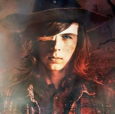Carl Grimes gonna be the toughest man on earth pretty soon. Heck, he might be already. Carl The Walking Dead, The Walk Dead, Walking Dead Memes, Chandler Riggs, Carl Grimes, Rick And Carl, Stuff And Thangs, Film Serie, Daryl Dixon