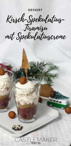 Dessert im Glas. Das leckere Schichtdessert mit Spekulatiuscreme, Marzipan und Kirschen ist schnell zubereitet und schmeckt super lecker. Wie das Kirsch-Spekulatius-Tiramisu zubereitet wird, erzähle ich auf meinem Blog. #rezept #schichtdessert #tiramisu #weihnachten
