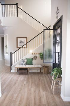The Best Way to Paint your Stair Rails Black Stairs Design Modern banisterremodel Black paint Rails Stair Painted Stair Railings, Indoor Stair Railing, Black Stair Railing, Wood Railings For Stairs, Interior Stair Railing, Stair Banister, Black Stairs, Stair Railing Design, Home Stairs Design