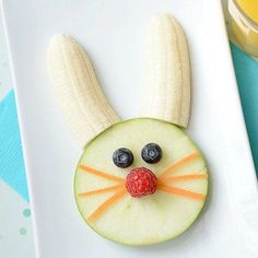 25 Healthy Spring Snacks For Kids Where play and imagination Healthy Spring Snacks For KidsHealthy snacks are popping up everywhere!These 25 Healthy Spring Snacks for Easter Snacks, Fruit Snacks, Fruit Fruit, Healthy Kids, Healthy Snacks, Finger Foods For Kids, Food Art For Kids, Food Carving, Food Humor