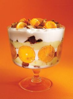 Trifles are a great dessert for entertaining — you can throw them together on the fly and they look beautiful too. Filled with fresh fruit, crispy cookies and sweet cream, wow your guests with these elegant trifle recipes. Best Trifle Recipe, Trifle Bowl Recipes, Parfait Recipes, Pie Recipes, Sweet Recipes, Dessert Recipes, Great Desserts, Christmas Desserts, Christmas Recipes