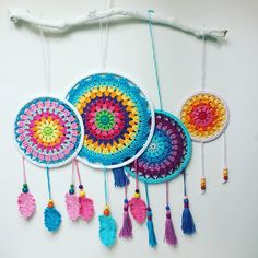 Free Pattern for easy Crochet Mandala. Instructions to make Dream Catcher or Crochet Wall Art – Annie Design Crochet Free Pattern for easy Crochet Mandala. Instructions to make Dream Catcher or Crochet Wall Art – Annie Design Crochet Crochet Wall Art, Crochet Wall Hangings, Crochet Home Decor, Love Crochet, Diy Crochet, Crochet Crafts, Crochet Doilies, Crochet Projects, Tapestry Bedding