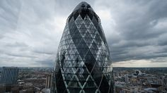 The Swiss Re tower or 'Gherkin' is pictured in the City of London on August AFP PHOTO/Leon Neal Get premium, high resolution news photos at Getty Images Unique Architecture, Futuristic Architecture, London Architecture, Swiss Re, Cool Photos, Beautiful Pictures, Amazing Photos, London View, The Shard