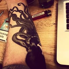Love Yannis Philippakis' octopus tattoo....it was even more glorious in the flesh.