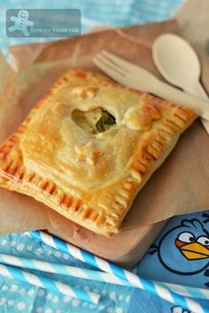 Bake for Happy Kids: Fast and Easy Chicken Pies (Donna Hay) Quiches, Empanadas, Pastry Recipes, Cooking Recipes, Pastry Dishes, Tart Recipes, Savory Pastry, Savoury Pies, Savoury Recipes