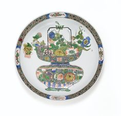 A FAMILLE VERTE CHARGER AND A PAIR OF FAMILLE VERTE DISHES, QING DYNASTY, KANGXI PERIOD