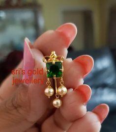 Gold Jhumka Earrings, Indian Jewelry Earrings, Jewelry Design Earrings, Gold Earrings Designs, Gold Jewelry Simple, Simple Earrings, Gold Bangles Design, Ear Rings, Jhumar