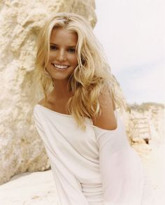 Jessica Simpson Jessica Simpson is an american singer and actress. Jessica Simpson give indusrty lot of new and famous songs. Jessica Alba, Jessica Simpson Hot, Jessica Simpson Heels, Jessica Simpson Dresses, Jessica Simpson Makeup, Jessica Simpsons, American Music Awards, Jessica Simpson Hair Extensions, Kendall