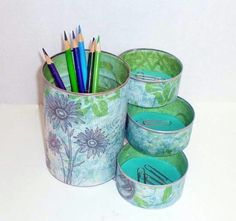 Desk Organizer / Pencil Holder made from recycled cans Mais Coffee Can Crafts, Tin Can Crafts, Diy And Crafts, Arts And Crafts, Diy Projects To Try, Craft Projects, Craft Ideas, Recycle Cans, Reuse