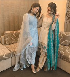 Outfits for Short Heighted Girls- Short girls in Pakistan face quite many problems because of their height issues and designing a wardrobe is not just as simple for them. Pakistani Girl, Pakistani Dress Design, Pakistani Outfits, Pakistani Actress, Shadi Dresses, Indian Dresses, Classy Outfits For Women, Clothes For Women, Outfit For Short Girls