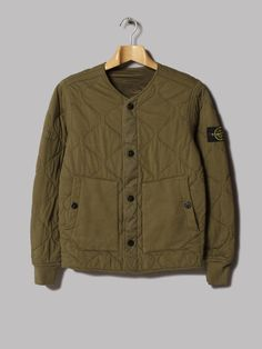 This Looks like an early piece of stone island. But on closer inspection it's available right now from Reversible Quilted Nylon Metal Jacket Golf Fashion, Mens Fashion, Stone Island Hoodie, Football Casuals, Apparel Design, Sweater Jacket, Autumn Winter Fashion, Jeans, Sportswear