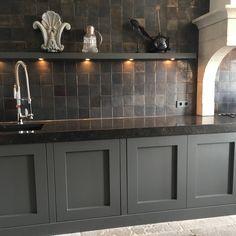 Bungalow Kitchen, Cabin Kitchens, Cool Kitchens, Kitchen Interior, Kitchen Design, House Inside, Cottage Homes, Rustic Kitchen, Cabinet Doors