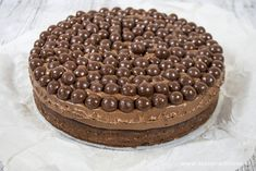 This Maltesers cake is delicious and also looks beautiful. Every cake is a party! Kinds Of Desserts, No Cook Desserts, Cookie Desserts, Delicious Desserts, Malteser Cake, Fig Cake, Cake Recipes, Dessert Recipes, Sweet Pie
