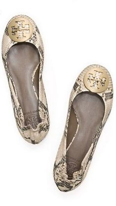 python printed ballet flats // tory burch- I DIEEEEE Shoe Boots, Shoes Sandals, Shoe Bag, Heels, Shoe Shoe, Crazy Shoes, Me Too Shoes, Fancy Shoes, Python Print