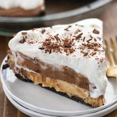 Peanut Butter Pie is an easy no bake pie recipe for peanut butter lovers! It is loaded with peanut butter and a no bake graham cracker crust! Chocolate Shavings, Chocolate Cream, Best Chocolate, Chocolate Peanut Butter, Chocolate Recipes, Pie Recipes, Baking Recipes, Dessert Recipes, 13 Desserts