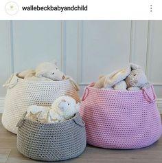 O que fazer para organizar os brinquedos e deixar tudo lindo? Cestos gigantes de crochê...rs . #crochet #croche #handmade #cesto #fiodemalha #feitocomamor #feitoamao #trapilho #totora #knit #knitting #basket #decor #brinquedos #cestodebrinquedos #organizandobrinquedos #decoration #decoracao #artesanato #cestoartesanal #vaso #cachepodecroche #cestodecroche #cestopersonalizado  Por @wallebeckbabyandchild