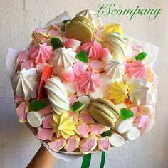 г. Киев, Оригинальные букеты (@lscompany.kiev) | Instagram photos and videos Candy Bouquet Diy, Food Bouquet, Cake Bouquet, Diy Bouquet, Candy Crafts, Food Crafts, Edible Bouquets, Box Of Sunshine, Macaron Cookies