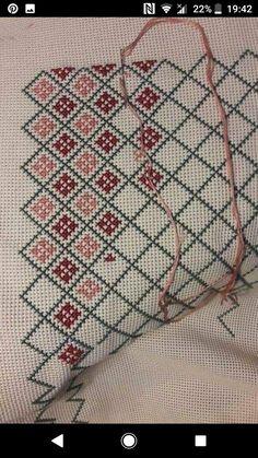 Cross Stitch Geometric, Beaded Cross Stitch, Cross Stitch Borders, Cross Stitch Rose, Cross Stitch Alphabet, Cross Stitch Animals, Modern Cross Stitch Patterns, Cross Stitch Flowers, Cross Stitch Designs