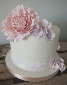 Peony & sweet pea cake