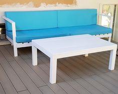 Nuestra nueva gama de sofás de palets modelo confort, los cuales apuestan por un diseño moderno y elegante. Añade cojines a medida para lograr una mayor comodidad. Outdoor Sofa, Outdoor Furniture, Outdoor Decor, Bench, Home Decor, Templates, Custom Furniture, Modern Design, Decoration Home