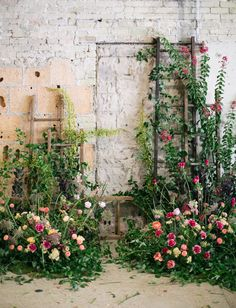 Wedding Design floral wall with climbing vines in an industrial venue - %