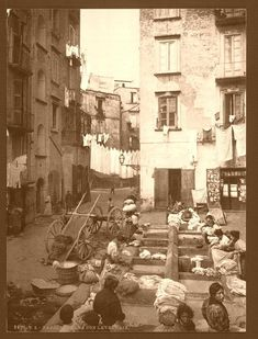 Street with washer women, Naples - Italy ca.1890-1900 - Pixdaus