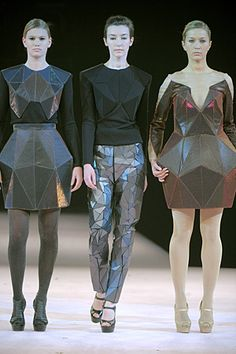 Geometric Fashion - innovative dress designs with a faceted structure - fashion architecture; sculptural fashion by Irina Shaposhnikova. They look almost robotic and other-worldly Origami Fashion, 3d Fashion, High Fashion, Fashion Show, Fashion Design, Fashion Women, Cyberpunk Mode, Cyberpunk Fashion, Haute Couture Style