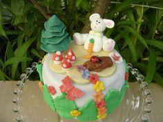 Mini tarta de fondant de Pascua    www.monicacupcakes.blogspot.com