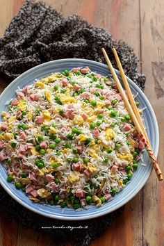 Cantonese rice, the original recipe (as in the restaurant .- Cantonese rice, the original recipe (like in a Chinese restaurant! Asian Chicken Recipes, Asian Recipes, Ethnic Recipes, Rice Recipes, Cooking Recipes, Healthy Recipes, Popsicle Recipes, Antipasto, Daily Meals