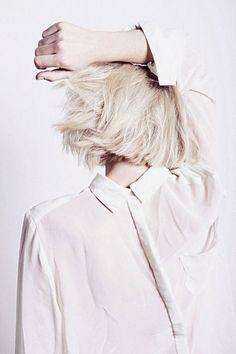 exquis cadre la couleur ciel de tresses chemises chemise blanche de cheveux platine