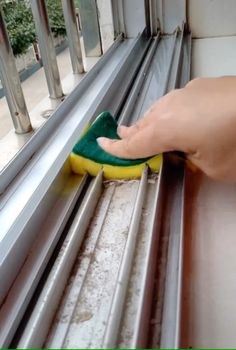 Life hacks for cleaning Life hacks for cleaning ,Ptoyectos Related posts:Hahahahaha.would this work for you Nicole life hacks for teens li. Diy Home Cleaning, Household Cleaning Tips, House Cleaning Tips, Diy Cleaning Products, Cleaning Hacks, Deep Cleaning, Household Products, Bathroom Cleaning, Spring Cleaning Tips