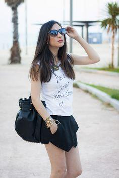 Patti de Shoes and Basics nos muestra un look muy casual y femenino para afrontar este verano y ella leva varias de nuestras pulseras MAR BCN para complementar, que os parece el look?? Consigue las pulseras en: www.marbcn.com