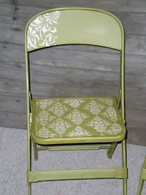 painted chairs - stenciled folding chair what a cute way to make ugly folding chairs more attractive Painted Folding Chairs, Painted Chairs, Painted Furniture, Painted Tables, Old Chairs, Cafe Chairs, Black Chairs, Desk Chairs, Small Chairs
