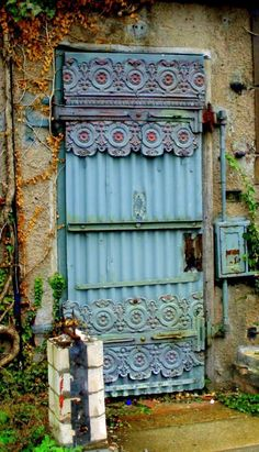 I've read that this door is in Nuremberg, Bavaria, Germany and that the photo is to be found on flickr. I cannot find it, but maybe someone else can and give us the URL.