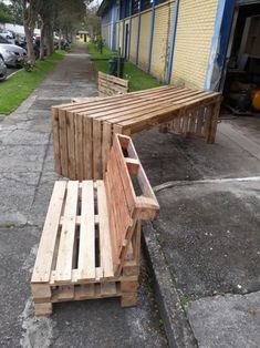 8 accessories that make you want to have a pastel room! Pallet Garden Furniture, Outdoor Furniture Plans, Concrete Furniture, Garden Sofa, Diy Furniture, Diy Pallet Projects, Garden Projects, Wood Projects, Pallet Exterior