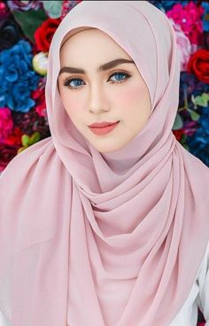 Fajar Rudin's media content and analytics Muslim Fashion, Hijab Fashion, Girl Fashion, Fashion Muslimah, Style Fashion, Beautiful Muslim Women, Beautiful Hijab, Hijabi Girl, Girl Hijab