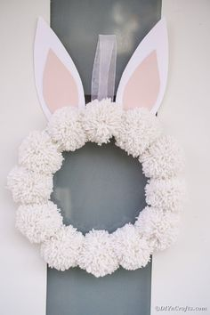Easy DIY Pom Pom Easter Bunny Wreath - Create these beautiful and fun yarn pom poms bunny wreath in under a half hour. This easy wreath is - Pink Crafts, Bunny Crafts, Unicorn Crafts, Crafts For Kids To Make, Easter Crafts For Kids, Easter Decor, Easter Centerpiece, Preschool Crafts, Pom Pom Crafts