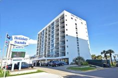 """Holiday Sands North """"On the Boardwalk"""" Myrtle Beach Featuring free WiFi, Holiday Sands North """"On the Boardwalk"""" offers accommodation in Myrtle Beach. The hotel has a hot tub and fitness centre, and guests can enjoy free private parking."""