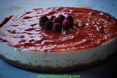 Tarta de chocolate blanco y mermelada de fresa