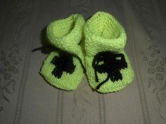 Babysokjes voor de allerkleinste leden van de afdeling Het Vlaamse Kruis Schoten.