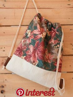 NEWS: Der verwendete Blümchenstoff wird leider nicht mehr Produziert! Wir haben… NEWS: The used floral fabric is unfortunately no longer produced! We bought the last few meters and so the bags become a lim … Mochila Tutorial, Purse Tutorial, String Bag, Jute Bags, Fabric Bags, Cotton Bag, Floral Fabric, Handmade Bags, Diy Clothes