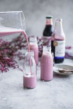 Barker's Blackcurrant Chia Nourish Shake - Cook Republic Yummy smoothie inspiration for Karen Gilbert Juice Smoothie, Smoothie Bowl, Healthy Smoothies, Healthy Drinks, Healthy Breakfasts, Eating Healthy, Healthy Snacks, Clean Eating, Milk Shakes