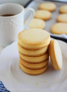 Shortbread Cookies – Buttery, crumbly old fashioned shortbread co., Shortbread Cookies – Buttery, crumbly old fashioned shortbread cookies, just 3 ingredients and 10 minutes needed to make! Cookie Desserts, Just Desserts, Delicious Desserts, Dessert Recipes, Yummy Food, Cookies Decorados, Tea Cakes, Cupcakes, Yummy Cookies