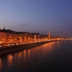 Instagram【yr_k0】さんの写真をピンしています。 《○ ハンガリーの夜景🇭🇺 ドナウ川ナイトクルーズ 現地の食事がたくさん食べれてよかった🚢 昼と夜では全然違った景色が見れるから飽きない👌 ○ #ヨーロッパ #ハンガリー #ブダペスト #夜景 #Europa #Hungary  #Budapest #photo  #nikon #nikon1j5》