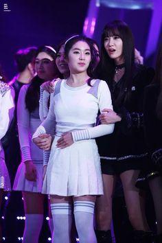 Irene Yoona Yoona, Red Velvet, Bangs, Concert, Irene, Blouse, Long Sleeve, Sleeves, Bang Bang