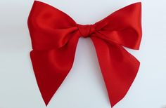 25 Gorgeous DIY Gift Bows (that look professional!) | http://helloglow.co/25-diy-gift-bows/