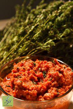 Ligia's Kitchen: Zacusca fara foc Romanian Food, Raw Vegan, Raw Food Recipes, Risotto, Good Food, Pop, Healthy, Ethnic Recipes, Kitchen