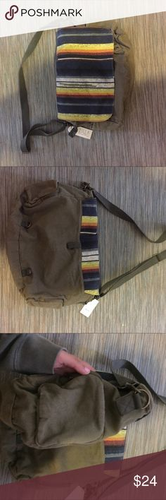 Billabong messenger bag/laptop carrier Brand new. Can hold laptop in safe padded area and many other things. Lots of pockets and adjustable strap/ place to hold your ID. Durable canvas material. Billabong Bags Laptop Bags