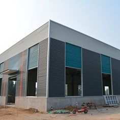 Industrial shed design prefabricated steel structure factory Steel Structure Buildings, Metal Structure, Prefab Homes, Modular Homes, Pre Engineered Buildings, Industrial Sheds, Steel Sheds, Steel Fabrication, Shed Design